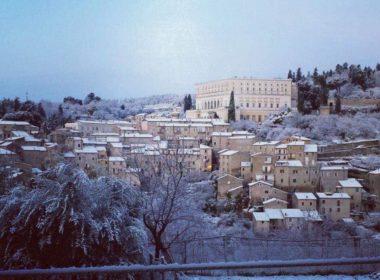 Veduta del centro storico di Caprarola (vt) nella sua veste invernale