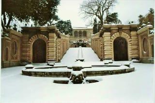 Fontana Catena dei Delfini del Palazzo Farnese di Caprarola (vt) in veste invernale