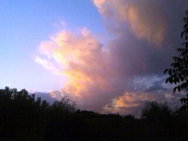 Cielo estivo al tramonto